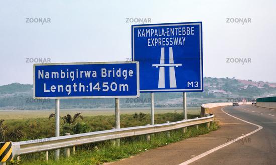 Der neue und umstrittene, von China gebaute Kampala–Entebbe Expressway in Uganda | On  the new Chinese-built Kampala–Entebbe Expressway in Uganda