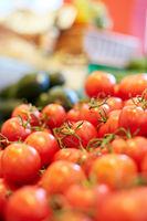 Viele Tomaten im Supermarkt