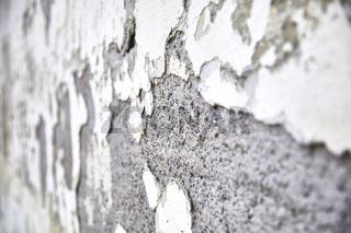 Detail eines abgeplatzten Fassadenputzes  an einem alten Bauernhaus.