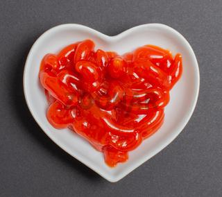 Tomaten Ketchup in einer weißen Schale für die Food Fotografie