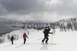 Aufstieg mit Ski zum Kavriktinden