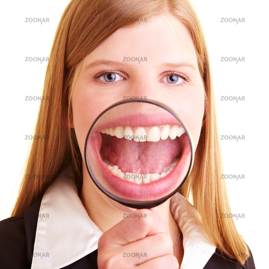Lupe vor Mund