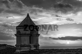alter Turm mit Sonnenuntergang, old tower with sunset