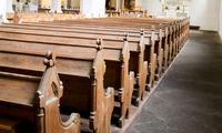 Kirchenbänke aus Holz