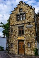 Ein historisches Steinhaus im Ahrtal