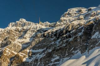 Der Säntisgipfel mit Bergstation im Winter, Kanton Appenzell-Ausserrhoden, Schweiz