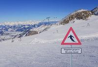Skigebiet in Österreich wegen Corona covid-19 gesperrt