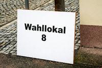 Wahllokal Schild