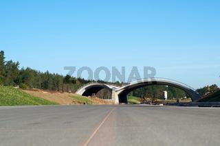 Neubau der Autobahn A14 mit einer Grünbrücke für Tiere