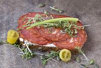 Belegtes Brot: Chorizo mit  Butter und Gartenkresse