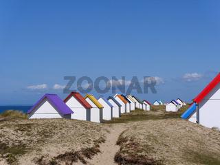 Strandhütten in den Dünen von Gouville sur Mer, Normandie
