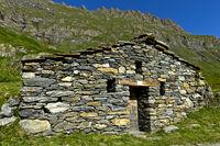 Traditionelles Speicherhaus auf einer Alm, Alp Charmotane, Val de Bagnes, Wallis, Schweiz
