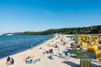 Der belebte Strand von Binz im Sommer 2020, Rügen, Mecklenburg-Vorpommern, Deutschland