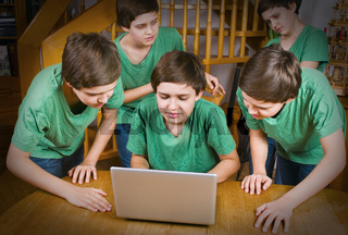 fünf teenager composing