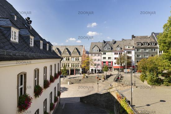 Blick aus dem Rathaus auf den Marktplatz und Marburger Straße