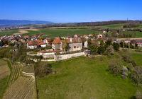 Der Ort Bavois mit Schloss, Bavois, Waadt, Schweiz