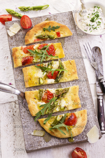 flat bread with mozzarella and asparagus