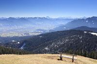 Aussichtsbank auf Berggipfel