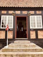 """Das kleinste Rathaus der Welt, """"Det Gamle Rådhus, in Ebeltoft Dänemark."""