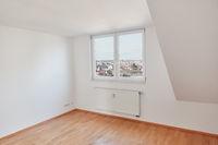 Leerer Raum in Dachgeschosswohnung in Berlin