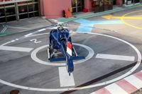 Ein Hubschrauber auf der Landeplattform