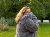 Model Fotoshooting in einer Kaninchenfelljacke