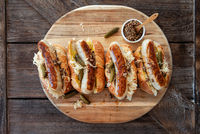 Leckere Hot Dogs mit Bratwurst