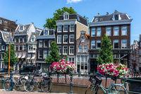 Fahrräder in Amsterdam im Sommer