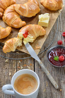 Kleines Frühstück mit Croissants