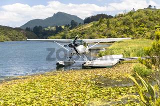 Wasserflugzeug auf dem Lake Ohakuri beim Orakei Korako Geothermal Park auf der Nordinsel von Neuseeland