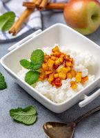 Rice porridge with almond milk and caramelized apples.