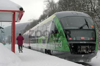 Hybrid-Triebwagen auf Probefahrt im Erzgebirge