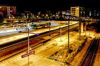 Freiburger Bahnhof bei Nacht