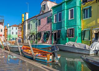 Bunte Haeuser in Burano, Venedig