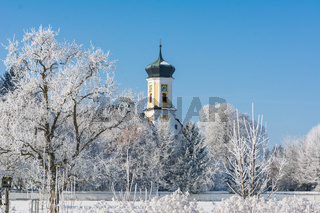 Kirchturm in Oberschwaben im Winter