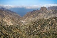 Blick hinunter in das Tal von Valhermoso - La Gomera