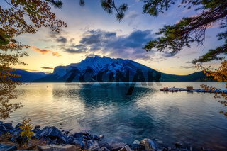 Lake Minnewanka Banff, Alberta Kanada travel destination