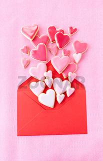 Herz Kekse mit rosa Zuckerguss