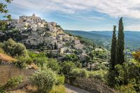 View of the mountain village of Gordes in the Luberon