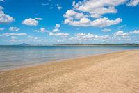 Einsamer Strand auf der Insel Ko Lanta im Süden Thailands