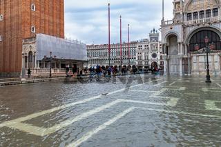 Hochwasser, Acqua Alta, auf dem Markusplatz in Venedig am 11. November 2019