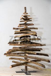 origineller Weihnachtsbaum - Christbaum aus Einzelteilen