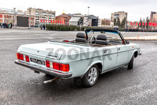 Parade vehicle GAZ 3102 Volga cabriolet at the city square