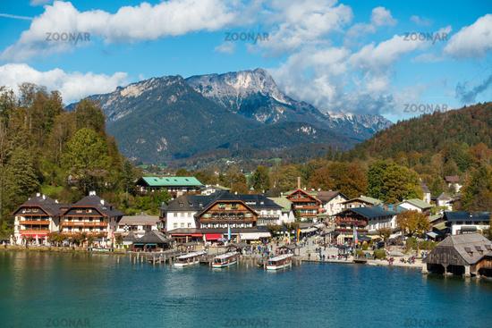 Bleibtes Ausflugsziel: Der Hafen von Schönau am Königssee mit Ausflugsbooten und Gastronomie