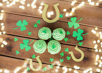 green cupcakes, horseshoes and shamrock