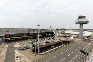 Flughafen Hannover Airport HAJ in Deutschland Terminal und Tower