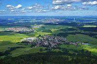 Blick vom Lembergsturm auf der Schwäbischen Alb zum Thyssen-Turm bei Rottweil am Neckar