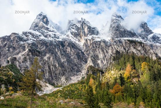 Blick auf die massive Wand von Stadelhorn, Grundübelhorn und Mühlsturzhorn, Berchtesgaden