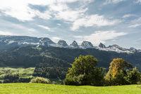 Landschaft im Toggenburg mit Blick auf die Churfirsten, Kanton St. Gallen, Schweiz