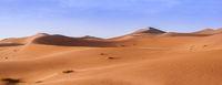 Sandduenen in der Sahara